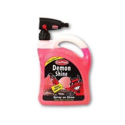 Demon Shine met spuitpistool